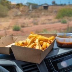 Những đồ vật tuyệt đối không nên để trong ô tô khi đỗ dưới trời nắng nóng