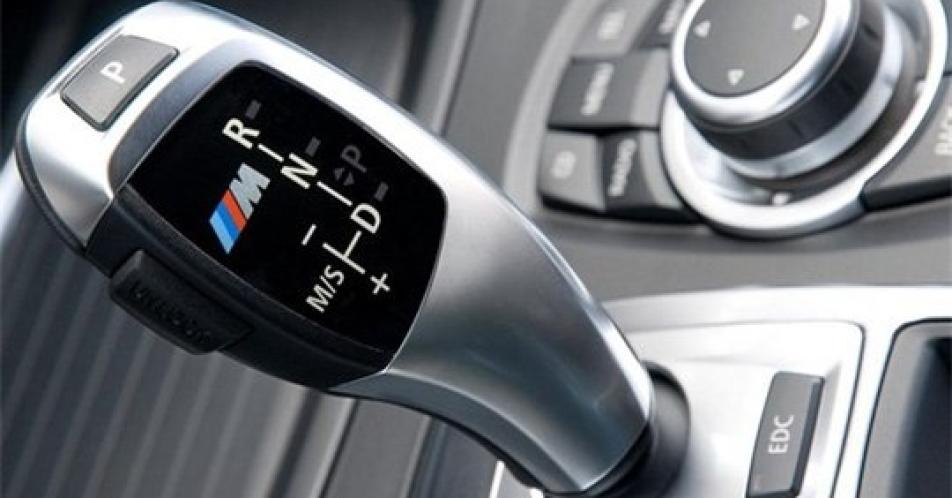 Những sai lầm gây nguy hiểm khi lái xe số tự động