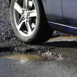 Những bộ phận của xe dễ bị hỏng khi di chuyển trên đường nhiều ổ gà